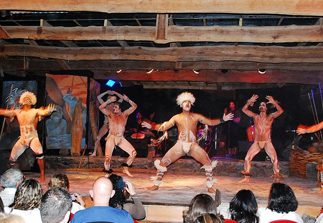 Baila-tradicional-pascuense-en-escenario